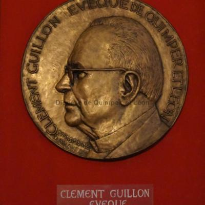 Médaillon de Mgr Guillon