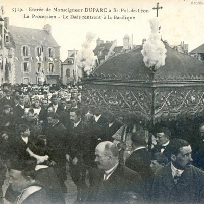 Entrée solennelle de Mgr Duparc à Saint-Pol de Léon au début de son épiscopat