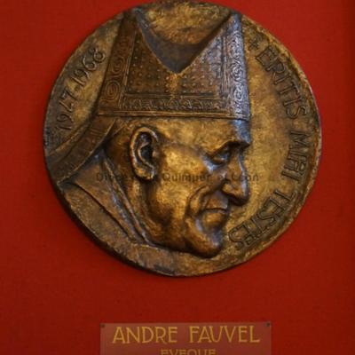 Médaillon de Mgr Fauvel