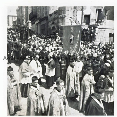 Mgr Duparc en procession