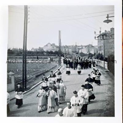 Procession avec reliquaire dans le quartier de Saint-Marc