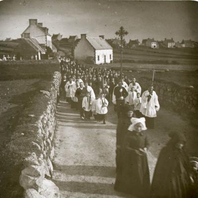 Bénédiction de la croix du Ru Retour de procession_Ile de batz_28 février 1900_2.jpg