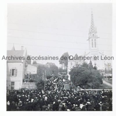 Procession au départ de l'église Saint-Marc