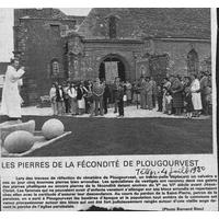 0000 Les pierres de la fécondité de Plougourvest. 4.7.80.jpg