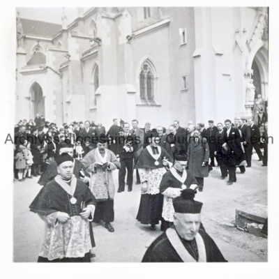 Procession au départ du parvis de Saint-Marc